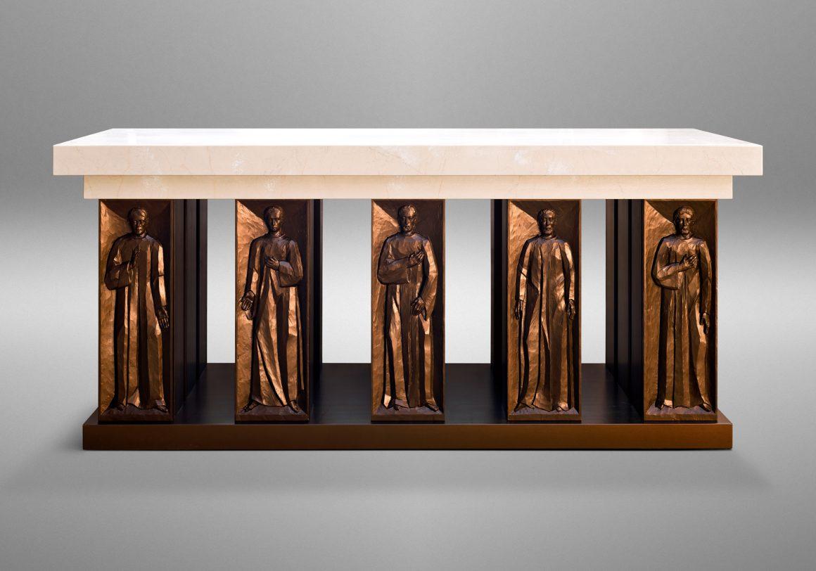 Church interior, Church of the Nativity in Timonium, Maryland (USA). Liturgical Design: Gardiner Hall Associates