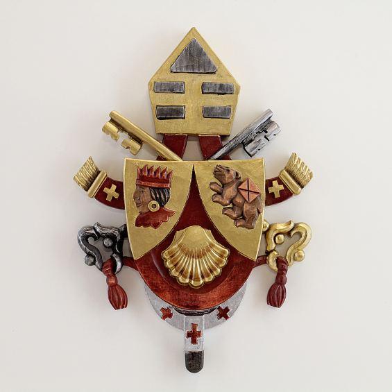 Crest of pope Benedict XVI.